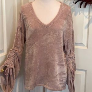 Softest sweater, pale dusty rose, amazing sleeves